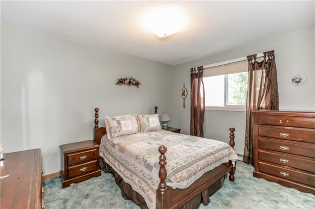 Detached at 200 Margaret St, Clearview, Ontario. Image 10