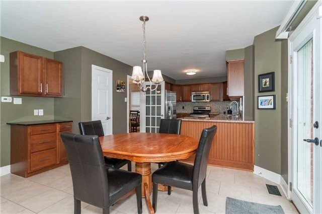 Detached at 14 Knupp Rd, Barrie, Ontario. Image 14