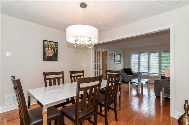 Detached at 14 Knupp Rd, Barrie, Ontario. Image 3