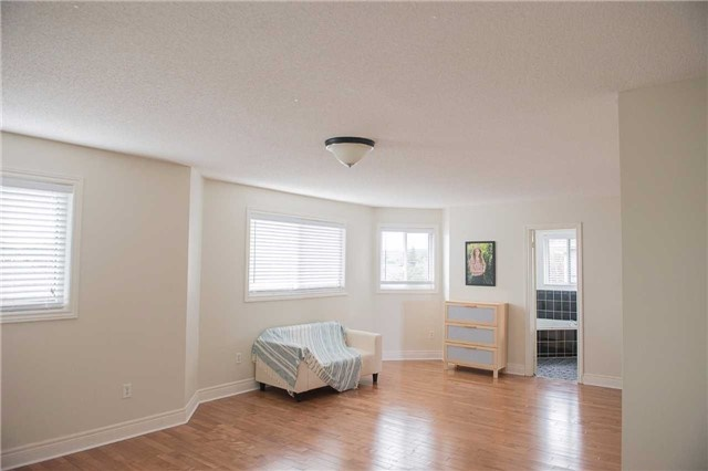 Detached at 14 Knupp Rd, Barrie, Ontario. Image 5
