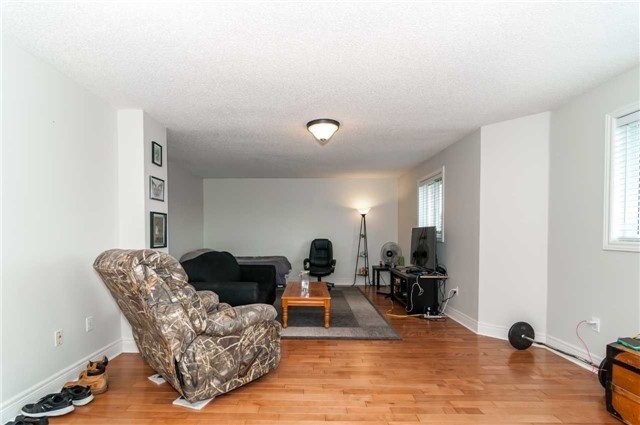 Detached at 14 Knupp Rd, Barrie, Ontario. Image 9