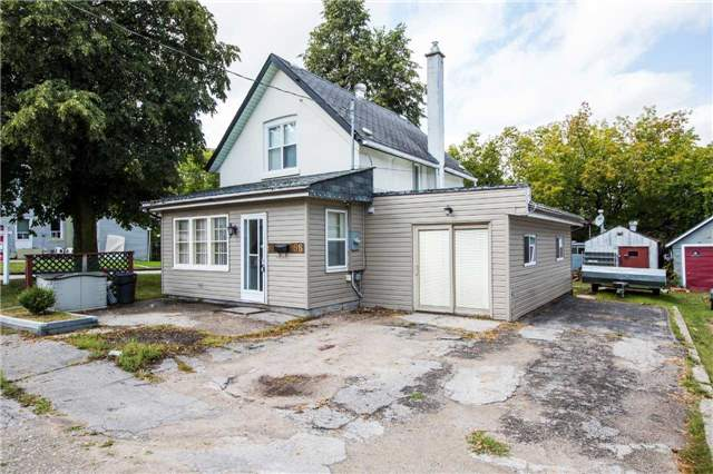 Detached at 98 John St, Barrie, Ontario. Image 1