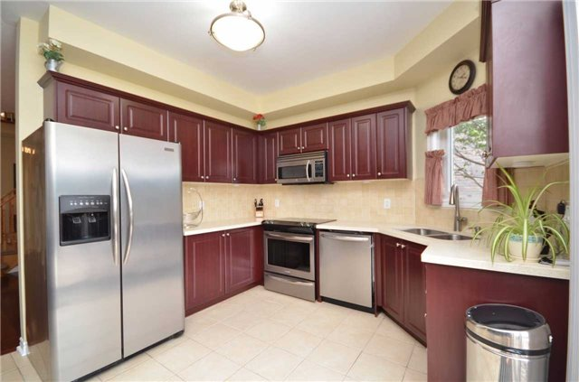 Detached at 84 Penvill Tr, Barrie, Ontario. Image 18