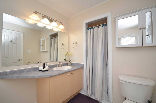 Detached at 84 Penvill Tr, Barrie, Ontario. Image 2