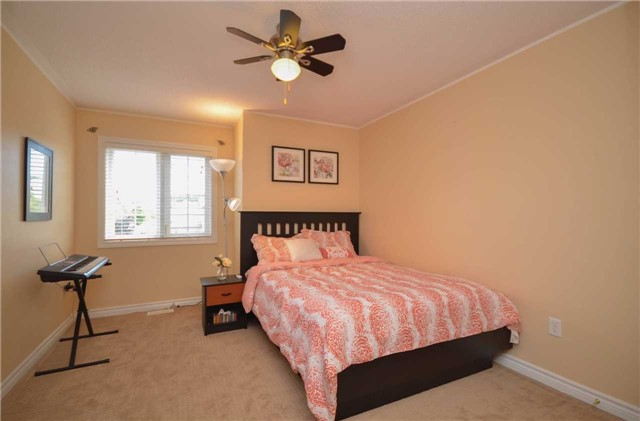 Detached at 84 Penvill Tr, Barrie, Ontario. Image 3
