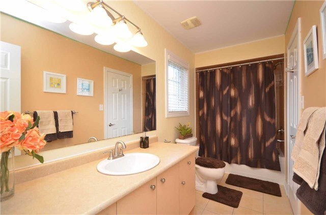 Detached at 84 Penvill Tr, Barrie, Ontario. Image 4