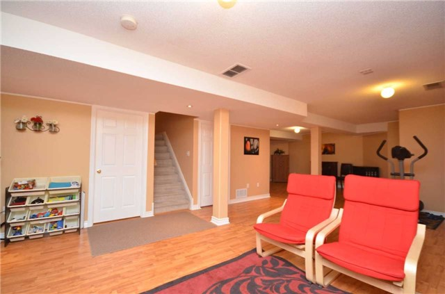 Detached at 84 Penvill Tr, Barrie, Ontario. Image 7