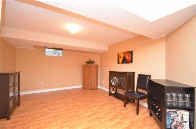 Detached at 84 Penvill Tr, Barrie, Ontario. Image 8