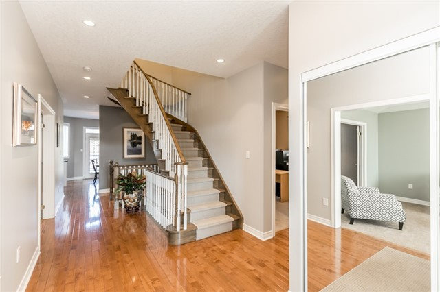 Detached at 50 Sun King Cres, Barrie, Ontario. Image 12