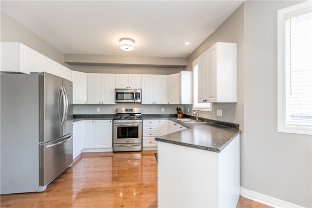 Detached at 50 Sun King Cres, Barrie, Ontario. Image 16