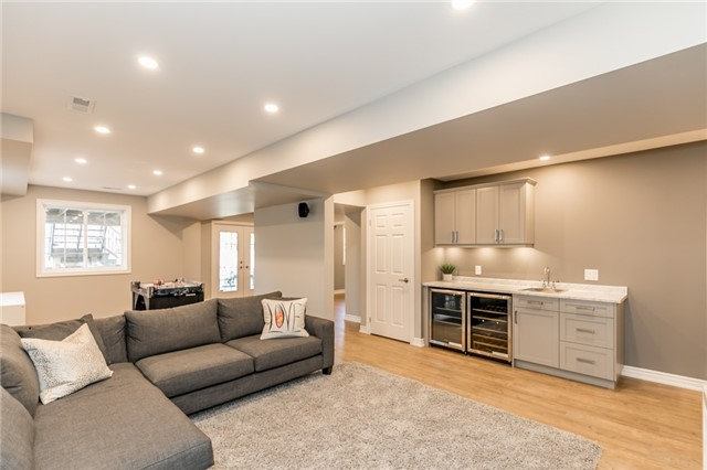 Detached at 50 Sun King Cres, Barrie, Ontario. Image 5