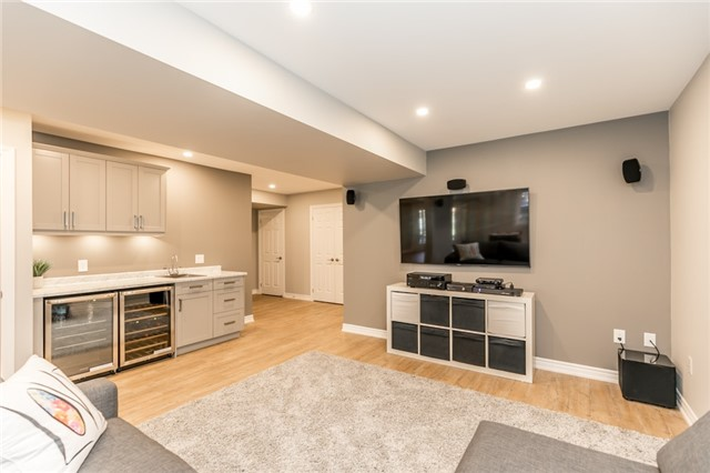Detached at 50 Sun King Cres, Barrie, Ontario. Image 6