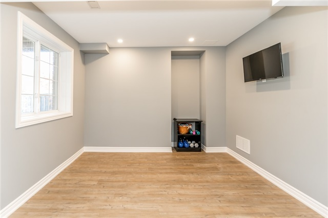 Detached at 50 Sun King Cres, Barrie, Ontario. Image 8