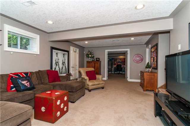 Detached at 146 Wildwood Tr, Barrie, Ontario. Image 10