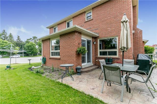 Detached at 8 Milne Crt, Barrie, Ontario. Image 12