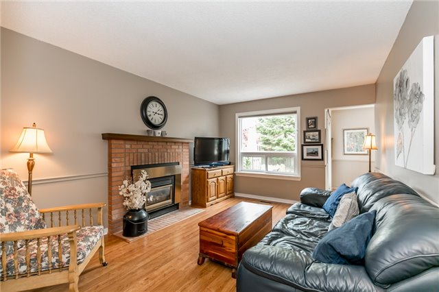 Detached at 8 Milne Crt, Barrie, Ontario. Image 15