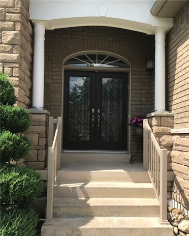 Detached at 60 Camelot Sq, Barrie, Ontario. Image 12
