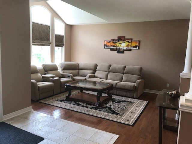 Detached at 60 Camelot Sq, Barrie, Ontario. Image 15