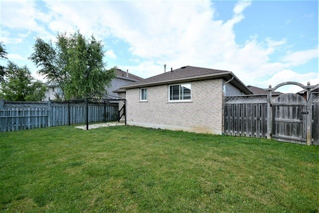 Detached at 5 Russell Hill Drive Dr, Barrie, Ontario. Image 12