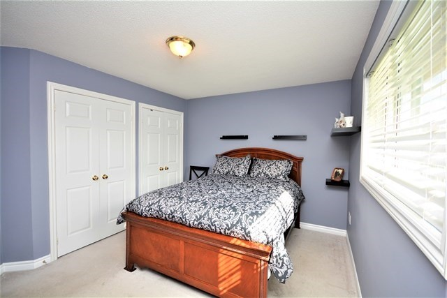 Detached at 5 Russell Hill Drive Dr, Barrie, Ontario. Image 4
