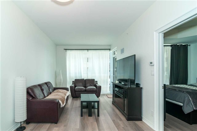 Condo Apartment at 111 Worsley St, Unit 407, Barrie, Ontario. Image 9
