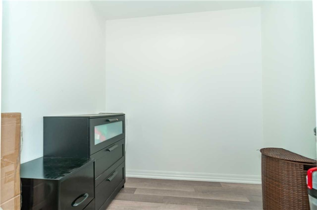 Condo Apartment at 111 Worsley St, Unit 407, Barrie, Ontario. Image 3