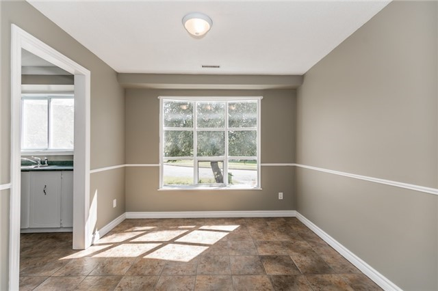 Detached at 88 Fox Run St, Barrie, Ontario. Image 11