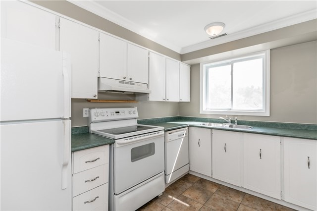 Detached at 88 Fox Run St, Barrie, Ontario. Image 14