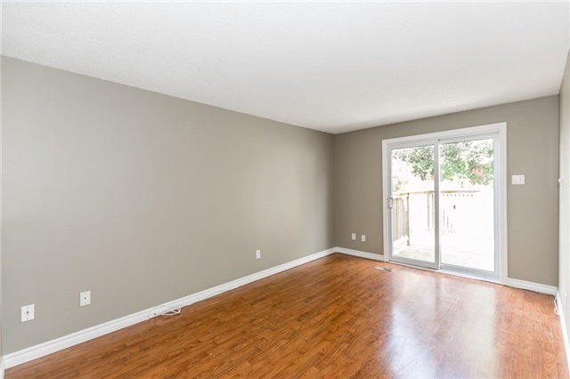 Detached at 88 Fox Run St, Barrie, Ontario. Image 2