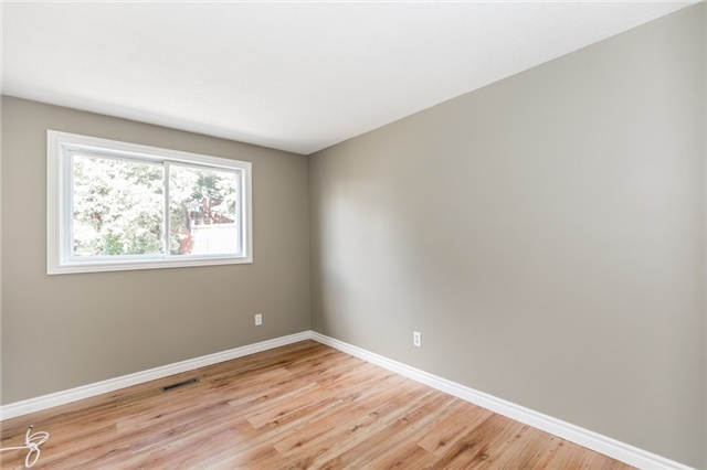 Detached at 88 Fox Run St, Barrie, Ontario. Image 6