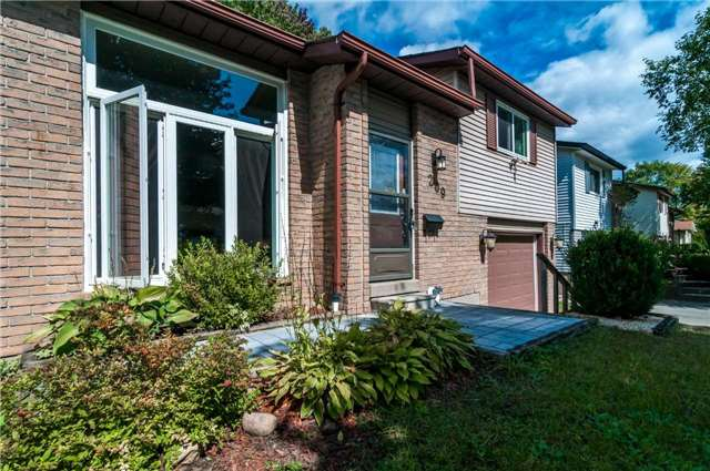 Detached at 209 Burns Circ, Barrie, Ontario. Image 1