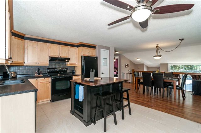 Detached at 209 Burns Circ, Barrie, Ontario. Image 14
