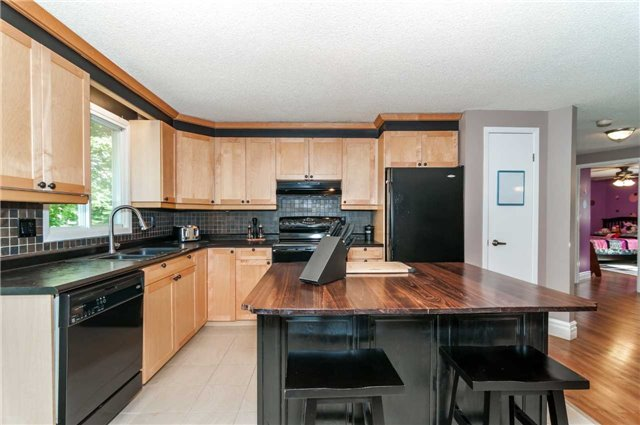 Detached at 209 Burns Circ, Barrie, Ontario. Image 15