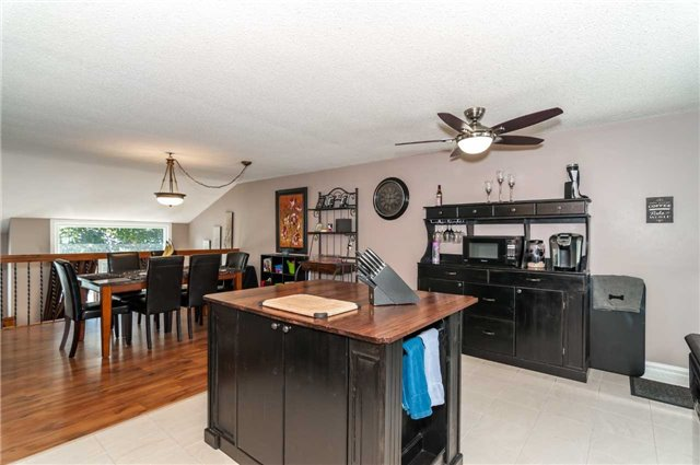 Detached at 209 Burns Circ, Barrie, Ontario. Image 16