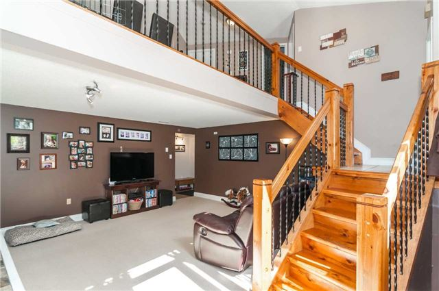 Detached at 209 Burns Circ, Barrie, Ontario. Image 17