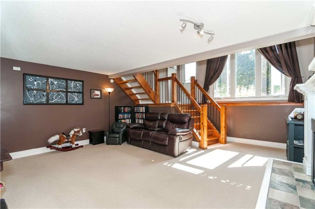 Detached at 209 Burns Circ, Barrie, Ontario. Image 18