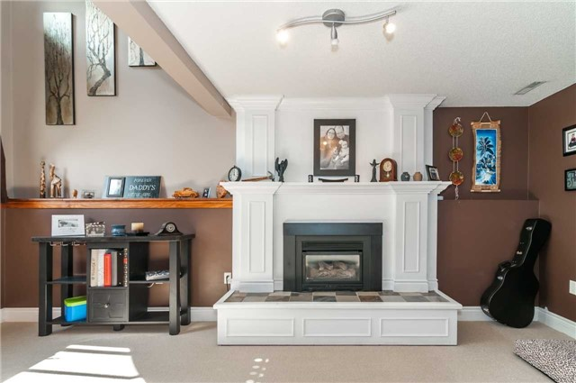 Detached at 209 Burns Circ, Barrie, Ontario. Image 20