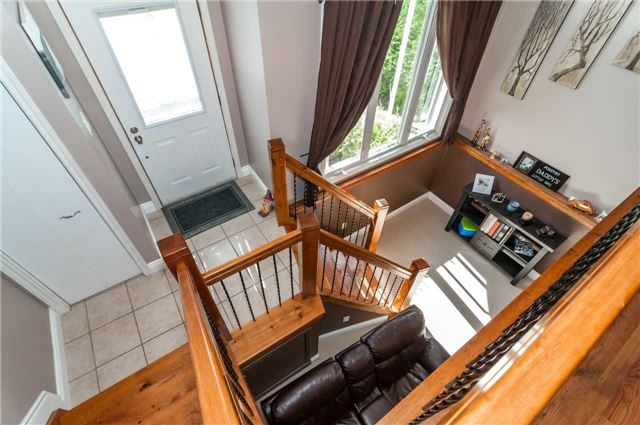 Detached at 209 Burns Circ, Barrie, Ontario. Image 2