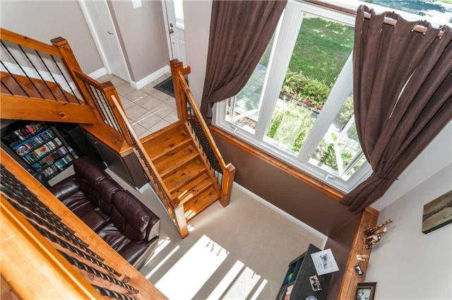 Detached at 209 Burns Circ, Barrie, Ontario. Image 3