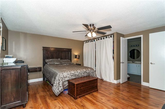 Detached at 209 Burns Circ, Barrie, Ontario. Image 10