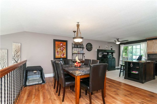 Detached at 209 Burns Circ, Barrie, Ontario. Image 11