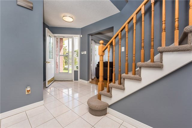 Detached at 40 Carr Dr, Barrie, Ontario. Image 12