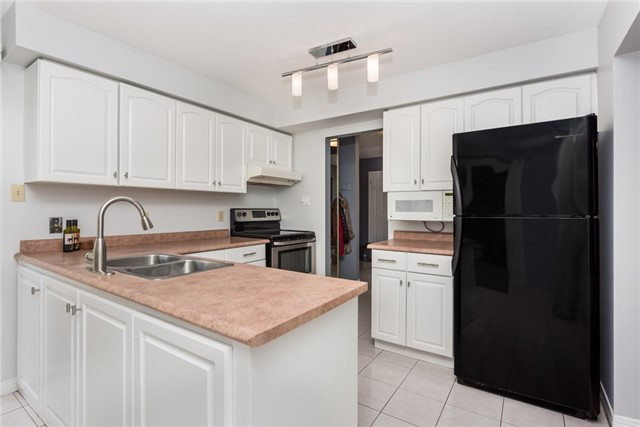 Detached at 40 Carr Dr, Barrie, Ontario. Image 17