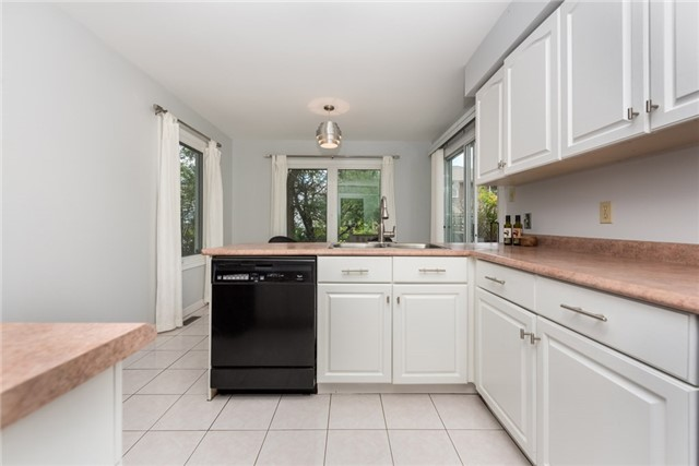 Detached at 40 Carr Dr, Barrie, Ontario. Image 18