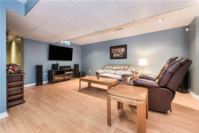 Detached at 40 Carr Dr, Barrie, Ontario. Image 8