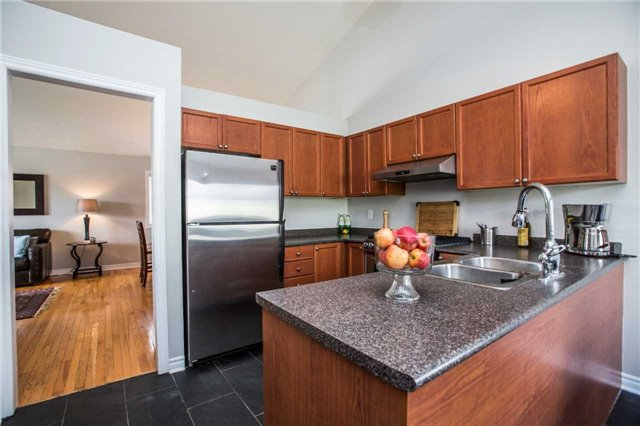 Detached at 60 Country Lane, Barrie, Ontario. Image 12