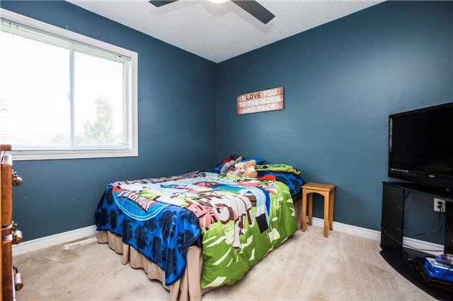 Detached at 60 Country Lane, Barrie, Ontario. Image 17