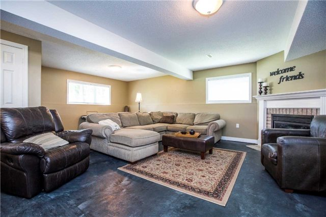 Detached at 60 Country Lane, Barrie, Ontario. Image 3