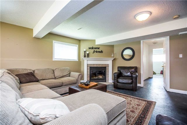 Detached at 60 Country Lane, Barrie, Ontario. Image 4