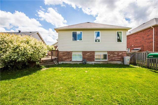 Detached at 60 Country Lane, Barrie, Ontario. Image 8
